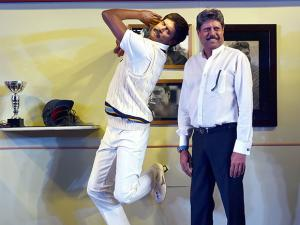 Kapil Dev with a wax figure of himself after unveiling the statue at Madame Tussauds Delhi