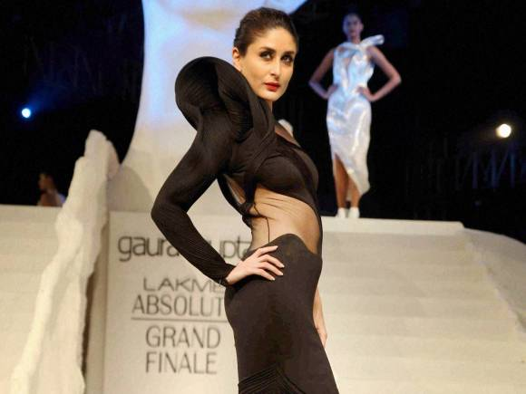 Kareena Kapoor, Kareena Kapoor LFW 2015, Kareena Kapoor LFW  Finale, gaurav gupta, Kareena LFW, Kareena Kapoor ramp, Gaurav Gupta