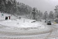 Kashmir valley remains cut off due to heavy snowfall, Srinagar-Jammu national highway