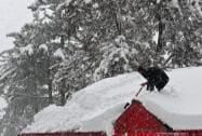 Snowfall closes Srinagar-Jammu highway