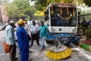 Kejriwal at inauguration of mechanized roads & lanes cleansing Machines