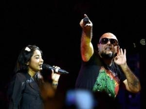 Musician Vishal Dadlani with Bollywood singer Shilpa Rao performs