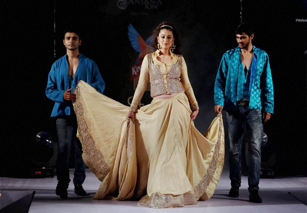 Kannada Actress, Rai Laxmi, walks, ramp, Kingfisher Style Fashion Week, Bengaluru