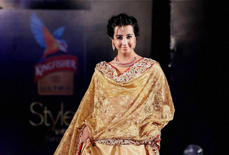 Kannada Actress, Sanjana, walks, ramp, Kingfisher Style Fashion Week, Bengaluru