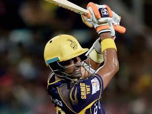 KKR batsman Robin Uthappa plays a shot during IPL match against Kings XI Punjab at Eden Garden in Kolkata