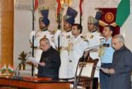 President Pranab Mukherjee administers oath to new Chief Information Commissioner Vijai Sharma