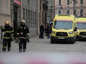 Russian emergency service patrol an area near to the Tekhnologicheskaya metro station after an explosion in St.Petersburg