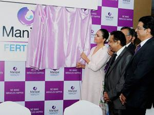 Lara Dutta with officials during the launch of Manipal Fertility  Chain