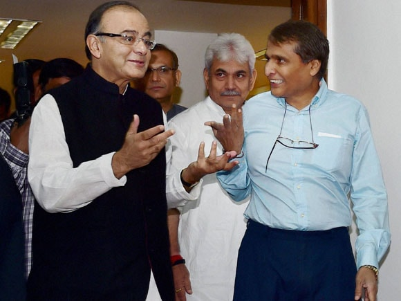 Finance Minister of India, Arun Jaitley, Railway Minister of India,  Suresh Prabhu,  LIC Chairman, SK Roy,  Jayant Sinha