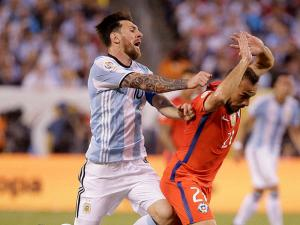 Argentina's Lionel Messi runs into Chile's Marcelo Diaz during Copa America 2016