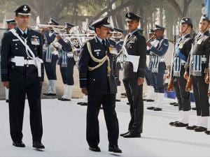 Air Chief Marshal Arup Raha inspecting the guard of honour during his farewell visit