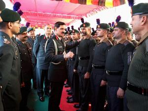 Chief of Army Staff, General Dalbir Singh interacts with the troops of Central Command