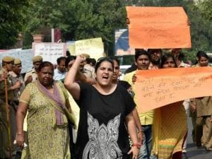 Women protesting against Delhi Government