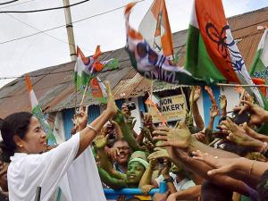 West Bengal CM Mamata Banerjee shaking hands with supporters after her party's thumping win in West Bengal Assembly elections (2)