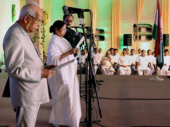Mamata Banerjee taking oath, Mamata Banerjee, oath taking ceremony of mamata banerjee, Arvind Kejriwal, Akhilesh Yadav, Nitish Kumar, Lalu Prasad Yadav, Lalu, mamata banerjee oath, TMC, aam aadmi party, JDU