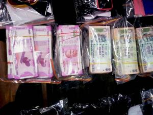 Police showing the cash and arms recovered from BJP Leader Mahesh Sharma in Kolkata