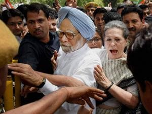 Congress President Sonia Gandhi and former PM Mnmohan Singh break the police barricade to court arrest during the Loktantra Bachao March in New Delhi (2)