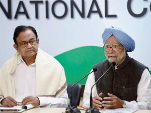 Former Prime Minister Manmohan Singh speaks to media after release 'The REAL State of Economy Report- 2017' at AICC