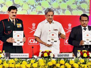 Defense Minister Manohar Parrikar and Chief of Army staff, General Dalbir Singh at the Army Technology Seminar