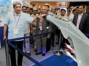 Union Defence Minister Manohar Parrikar looking at exhibits during the inauguration of METand HTS 2016 exibition