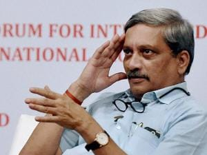 Manohar Parrikar  addresses the Forum for Integrated National Security (FINS) organised interact session in Mumbai