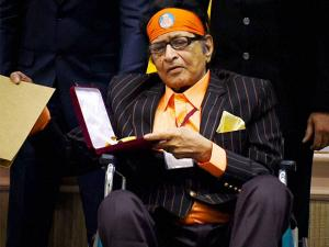 Veteran actor Manoj Kumar after being honored with Dadasaheb Phalke Award at the 63rd National Film Awards 2015 function in New Delhi