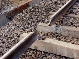 Maoist groups blow up railway tracks  in Jharkhand