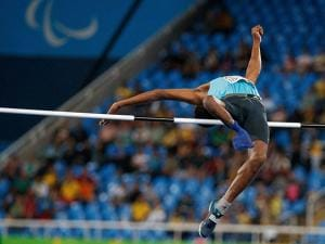 Mariyappan Thangavelu jumps to win the gold in the men's final high jump