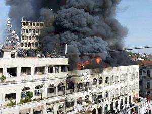 A major fire broke out at building on the Colaba Causeway in south Mumbai