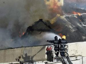 Fire men dousing a major fire that broke out at building in Mumbai (3)
