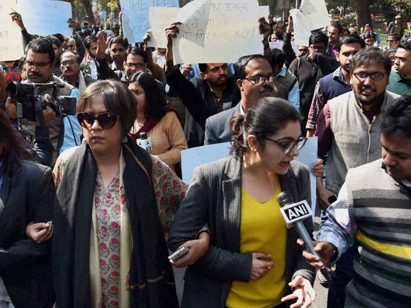 Media Rally, Media Protest, Rajdeep Sardesai, Journalists, Protest, Protest March, JNU students,  Press Club, Supreme Court, Media Attack, Patiala House Courts, New Delhi