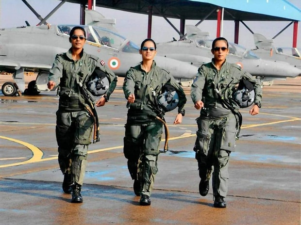 Avani Chaturvedi, fighter jet, MiG-21 Bison, Indian Air Force (IAF), fighter pilot, B S Dhanoa, Flying Officer, fighter aircraft, first Indian woman fighter aircraft, Flying Officer Avani Chaturvedi, first Indian woman fighter pilot, Indian Air Force fighter squadron, short service commission (SSC), Mohana Singh, Bhawana Kanth