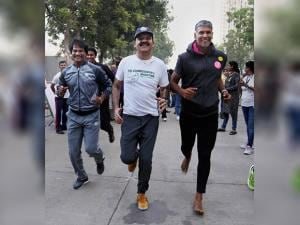 Milind Soman participating in the Winter Half Marathon 2016 in Thane