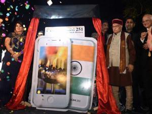 JP Senior leader Murli Manhore Joshi ,Director of Ringing Bells, Mohit Goel and CEO, Dhaarna Goel during the launch of Smartphone-Ringing Bells Freedom 251