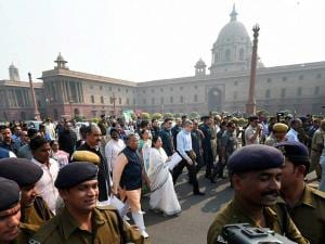 Mamata Bannerjee with other MPs leading a protest march towards Rashtrapati Bhavan over demonetisation issue on the opening day of the Winter Session