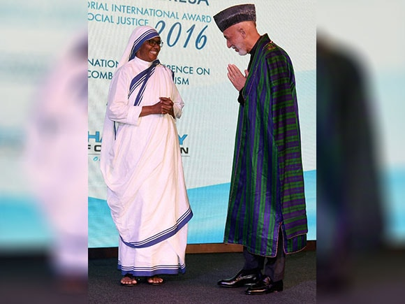 Mother Teresa, Hamid Karzai, mother Teresa memorial award, Former president of Afghanistan