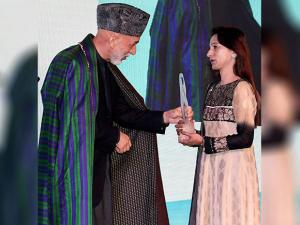 Hamid Karzai felecitates mother of Dhaka terror attack victim Faraaz Ayaaz Hossain with the mother Teresa memorial award