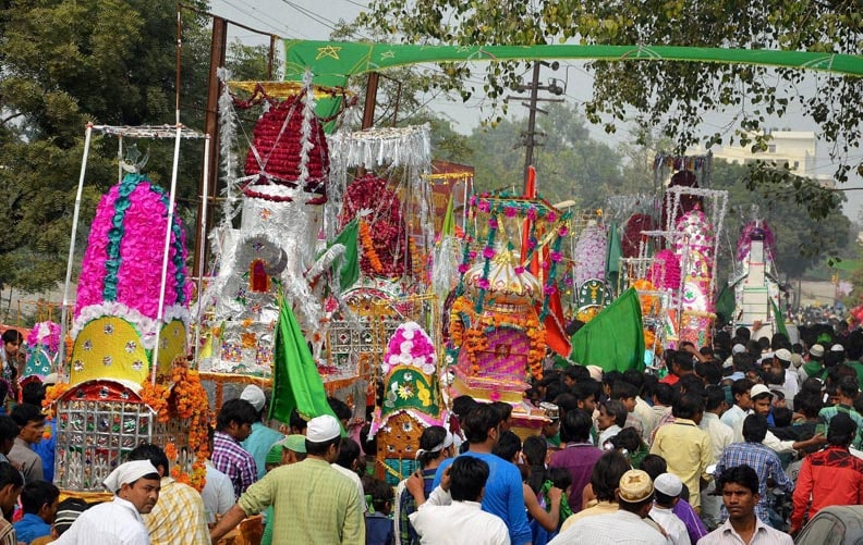 Muslims, carry, taziyas, participate, Muharram, procession, Agra