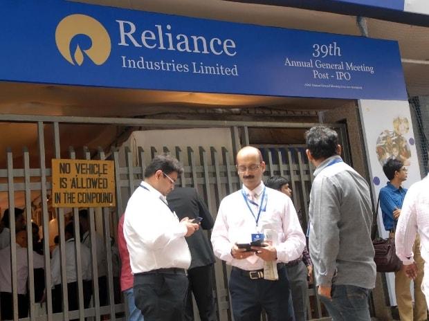 Mukesh Ambani, data services, 4G, Reliance Jio, Airtel, Vodafone, 3G, net, internet, Idea, voice calls, Nita Ambani, Akash Ambani,