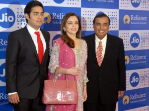 Mukesh Ambani 'datagiri' via Reliance Jio