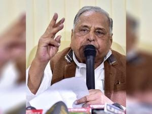 SP supremo Mulayam Singh Yadav addresses a press conference at his residence in New Delhi