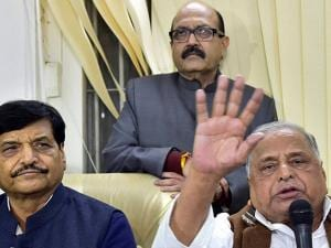 SP supremo Mulayam Singh Yadav with party leaders Amar Singh and Shivpal Yadav during a press conference at his residence