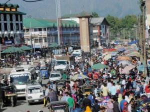 People busy in shopping in Srinagar