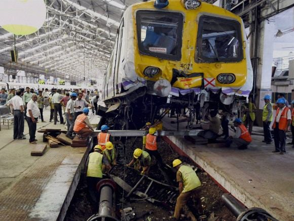 Mumbai Local, Churchgate, Train, Western Railway, Tiwary, Suresh Prabhu, Accident Relief Train