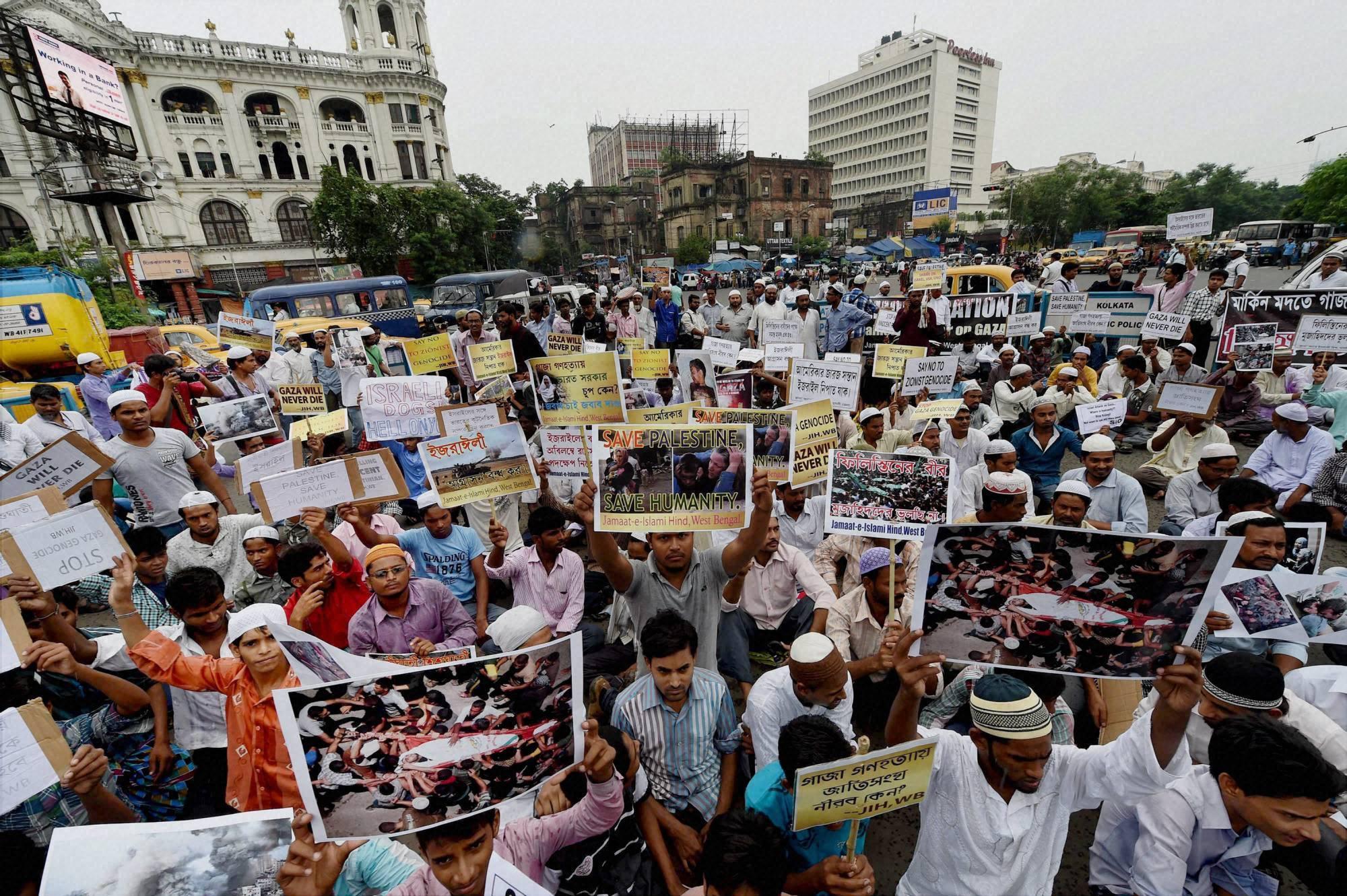 Muslims, protest, against, Israel's military, operation, Gaza, Kolkata