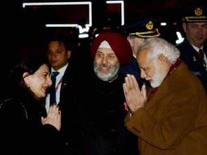 Prime Minister Narendra Modi is welcomed by Indian Ambassador to the EU, Belgium and Luxembourg, Manjeev Singh Puri and his wife Namrita Puri on his arrival in Brussels