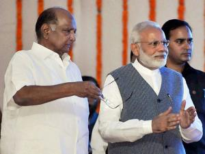 Narendra Modi with NCP chief Sharad Pawar at the inauguration of International Conference and Exhibition on Sugarcane Value Chain