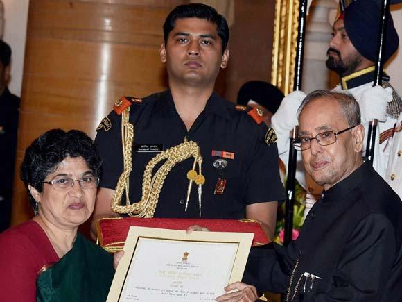 Nari Shakti Award, Nari Shakti Puraskar, President Pranab Mukherjee, President Pranab,Jyoti Mhapsekar, Meena Sharma journalist