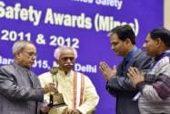 President Pranab Mukherjee with Minister of State for Labour and Employment (Independent Charge) Bandaru Dattatreya presenting awards