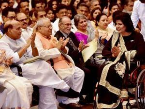 ok Sabha Speaker Sumitra Mahajan, Home Minister Rajnath Singh, MSME Minister Kalraj Mishra and Delhi Lt Governor Anil Baijal clap as Rio Paralympics medalist Deepa Malik
